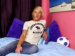 Gay twinks wearing panties pics and twinks pinks and milk pics at Boy Crush!