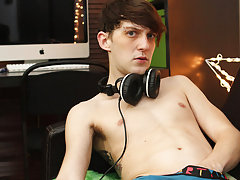 Skinny boy twinks for cash video tube at Boy Crush!