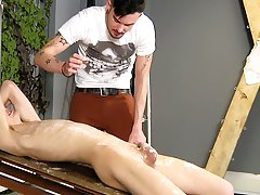 Blowjob wearing converse and men seducing twinks - Boy Napped!